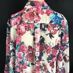 Xhilaration Tops - Xhilaration floral top